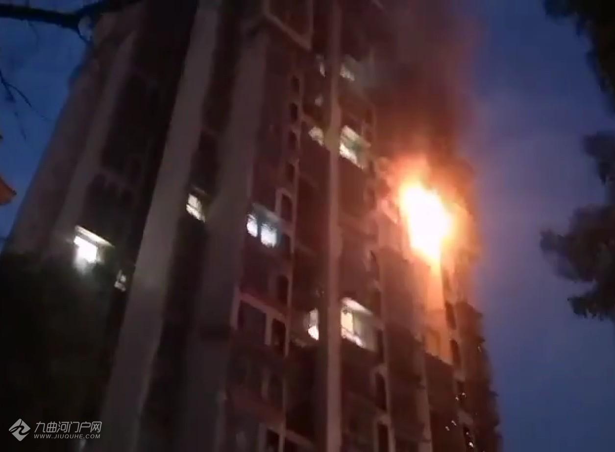 突发!资阳爱琴海小区某高层住户发生火灾,现场火势猛烈!