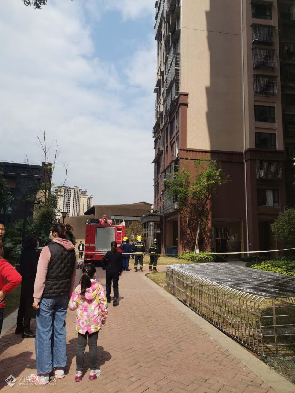 资阳中铁滨江国际小区着火了,消防已到场!