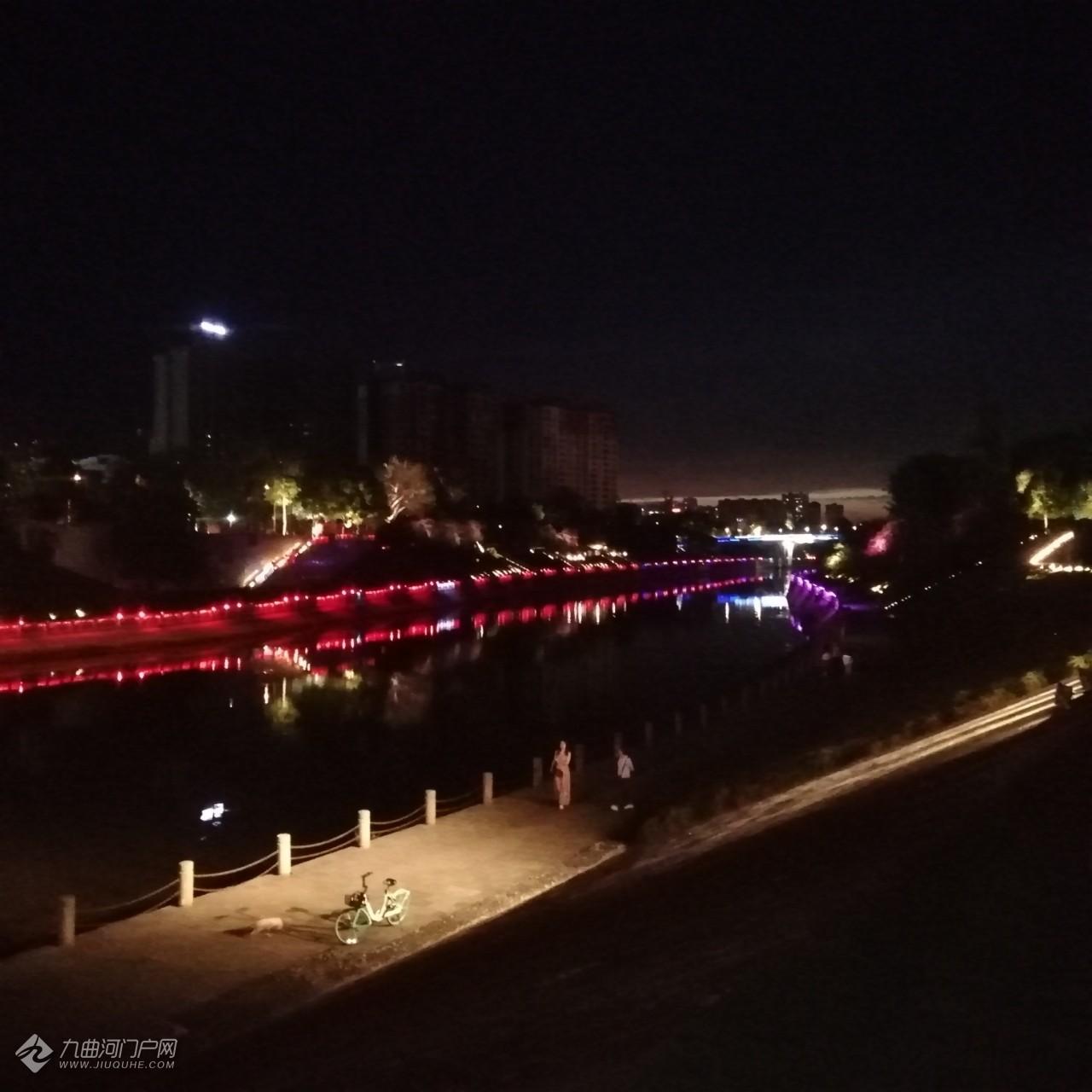 九曲河的三角梅爭先恐后的開了,展示給雁城市民完美的一面!