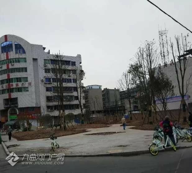 资阳雁北路莲花路口的小广场即将成型,相信很快就能完工,奥利给!
