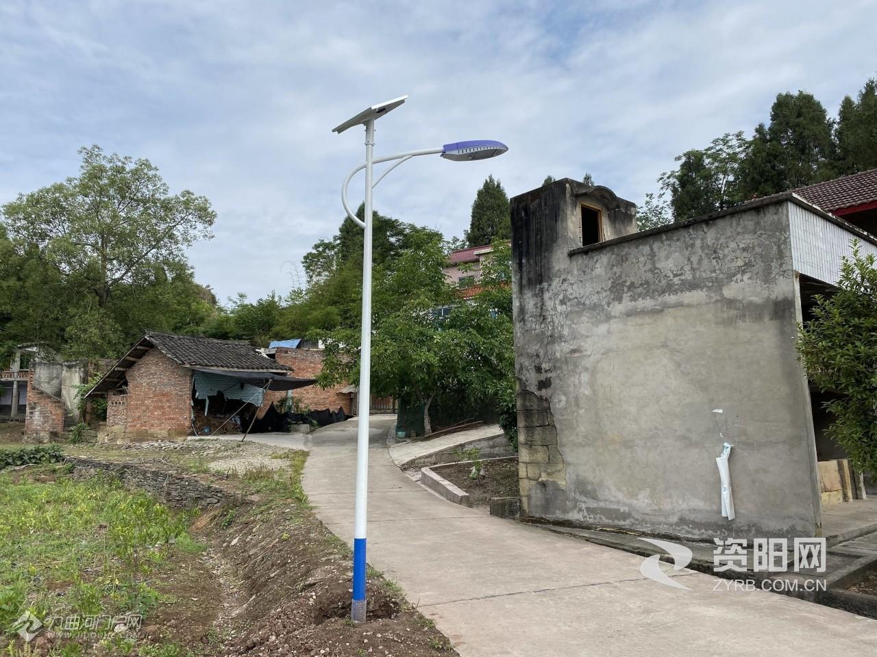 好样的!资阳雁江一村民免费为村里安装18盏路灯