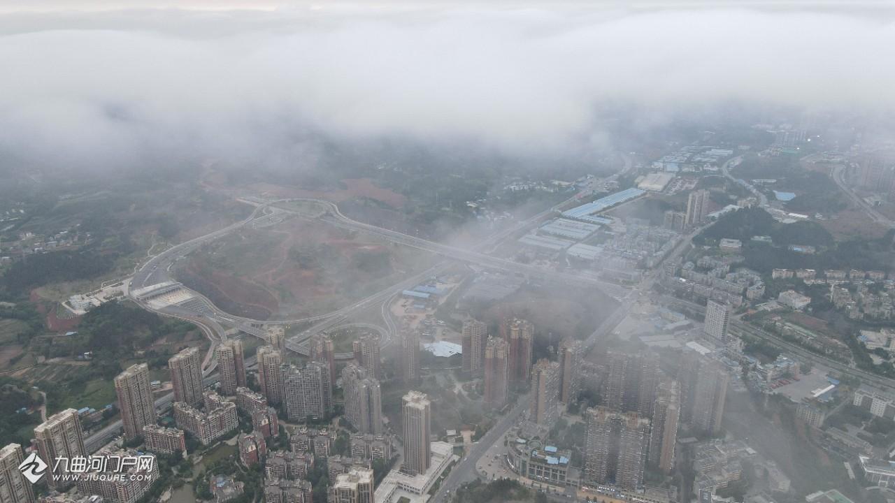 航拍云雾中的资阳娇子大道,没有房子那个方向就是未来的高铁资阳西站!