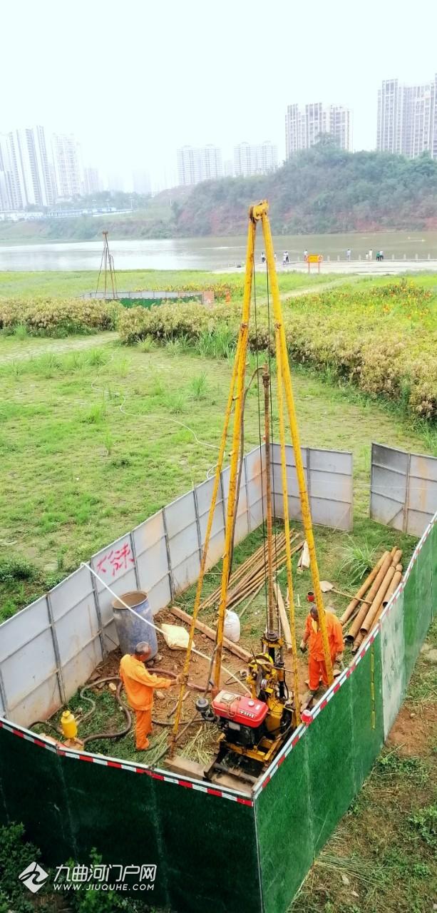 雁江古渡竖起两个井架,是在钻探古渡下面的古物吗?钻探工人说……