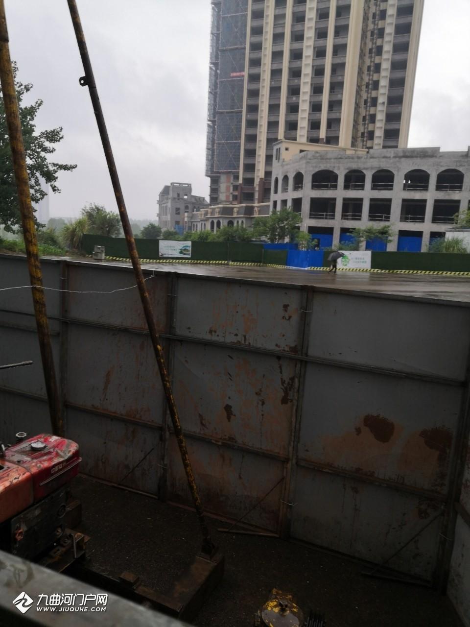 东门大桥桥下貌似是在进行轨道交通资阳线勘测?中铁二期外面也有!