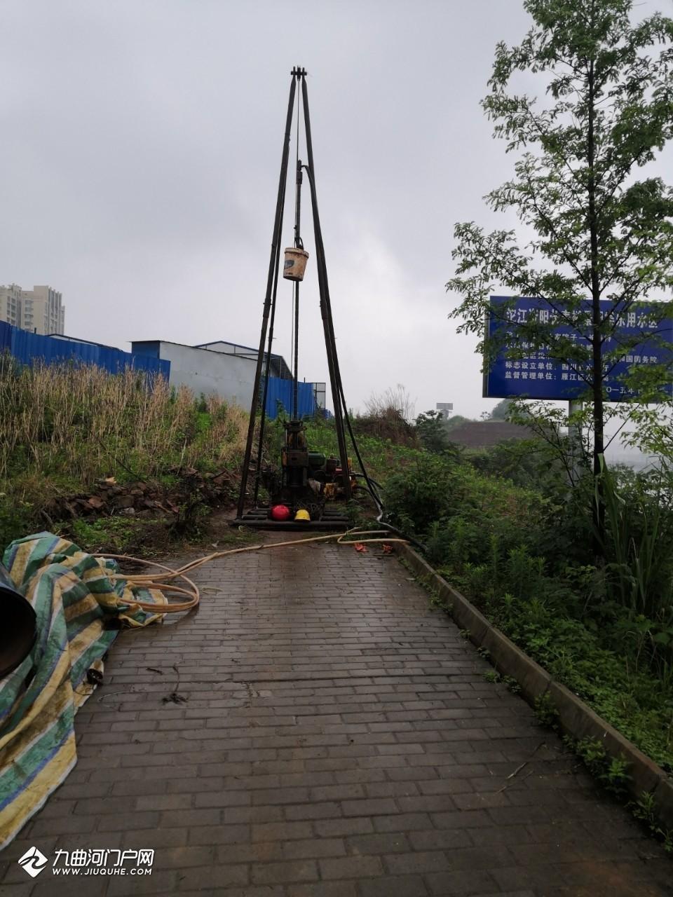 东门大桥桥下貌似是在进行轨道交通资阳线勘测?中铁二期外面、富力的河边也有! ... ... ... ... ... ... . ...