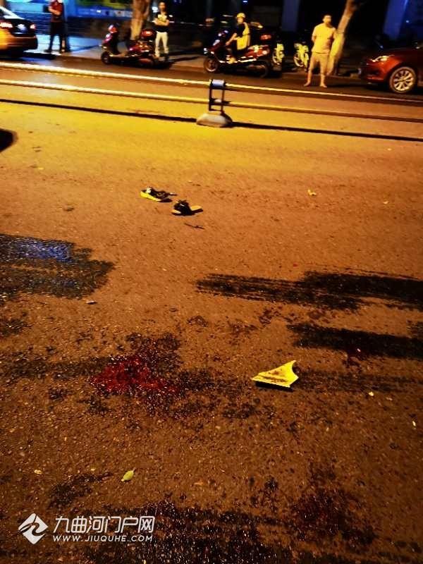 昨晚,资阳家乐福门口和西门桥街发生严重车祸!