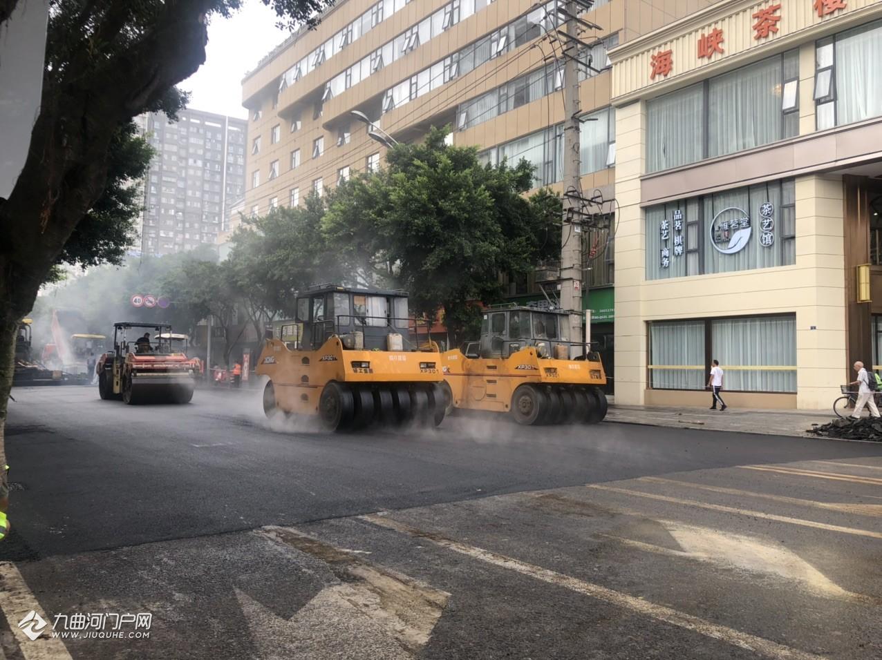 (现场施工、实时路况更新)资阳建设北路正在铺设沥青,走这边的请注意绕行!