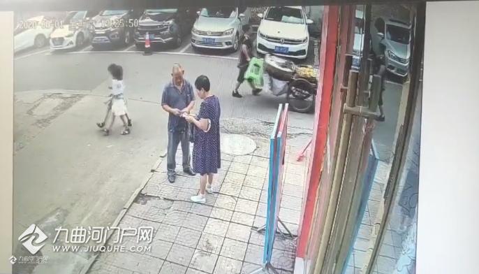 据说是那天资阳桥亭子事故的监控视频,说下我的疑惑点