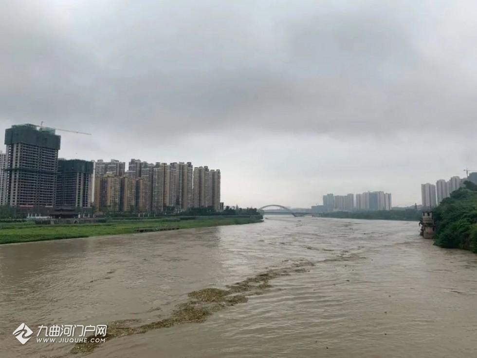沱江洪峰预计今天下午3点左右到达资阳城区,预计水位353.7米,未达到警戒水位