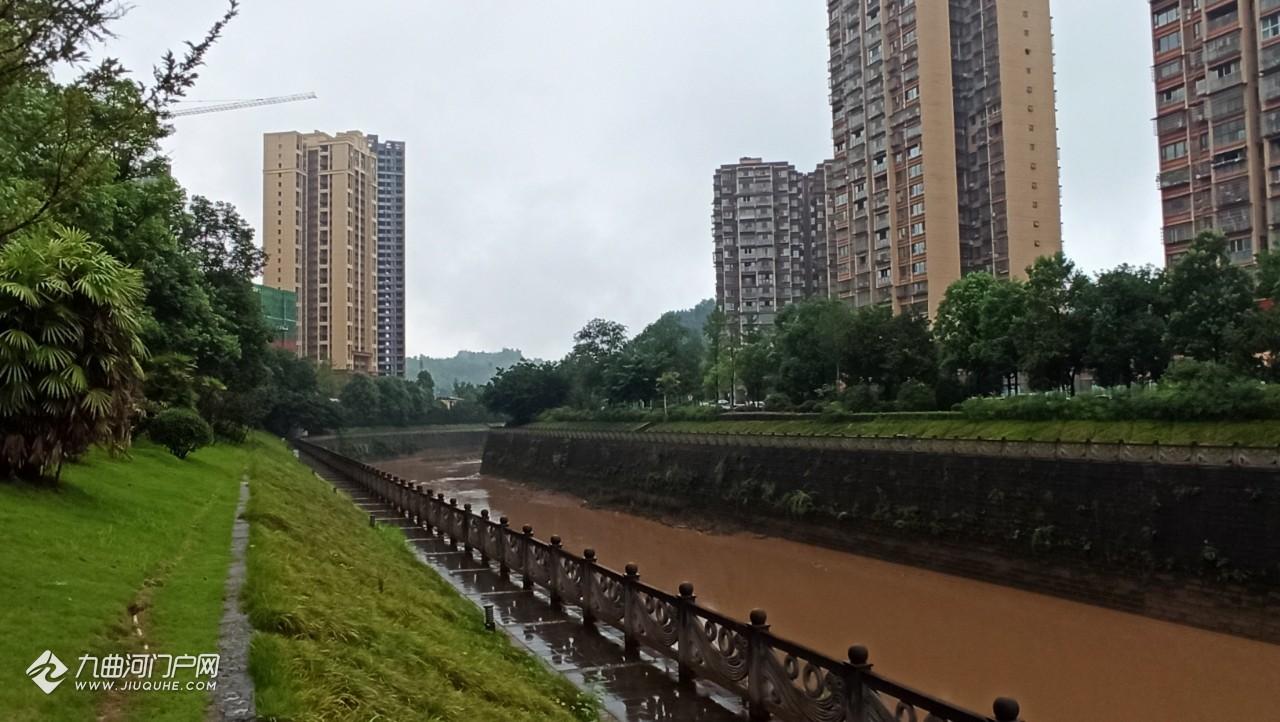 洪峰过境,祈求平安!希望河水不要继续往上涨,一切都好!
