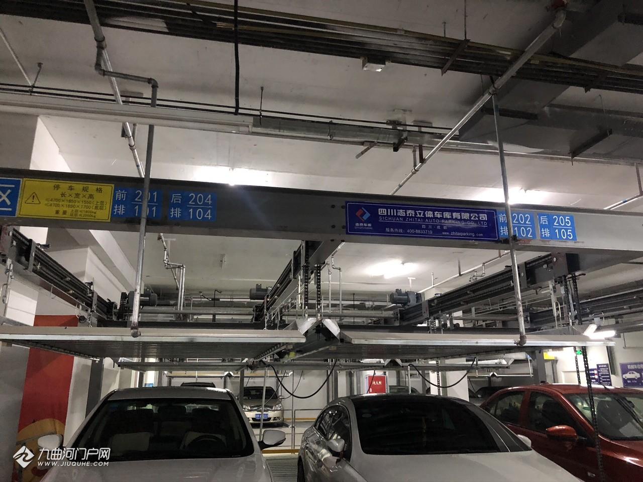 资阳曼购的停车场有点意思,之前还没有看到过这种!有没有河友知道其中的原理?