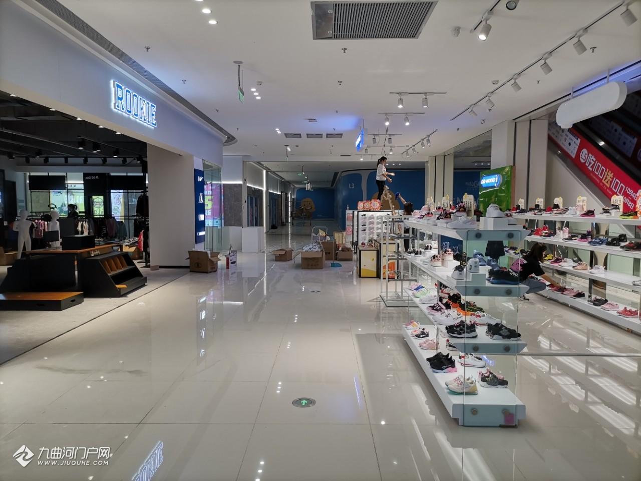 今天给资阳曼购中心商家送东西,看了下有点成都商业的感觉了,坐等开业!