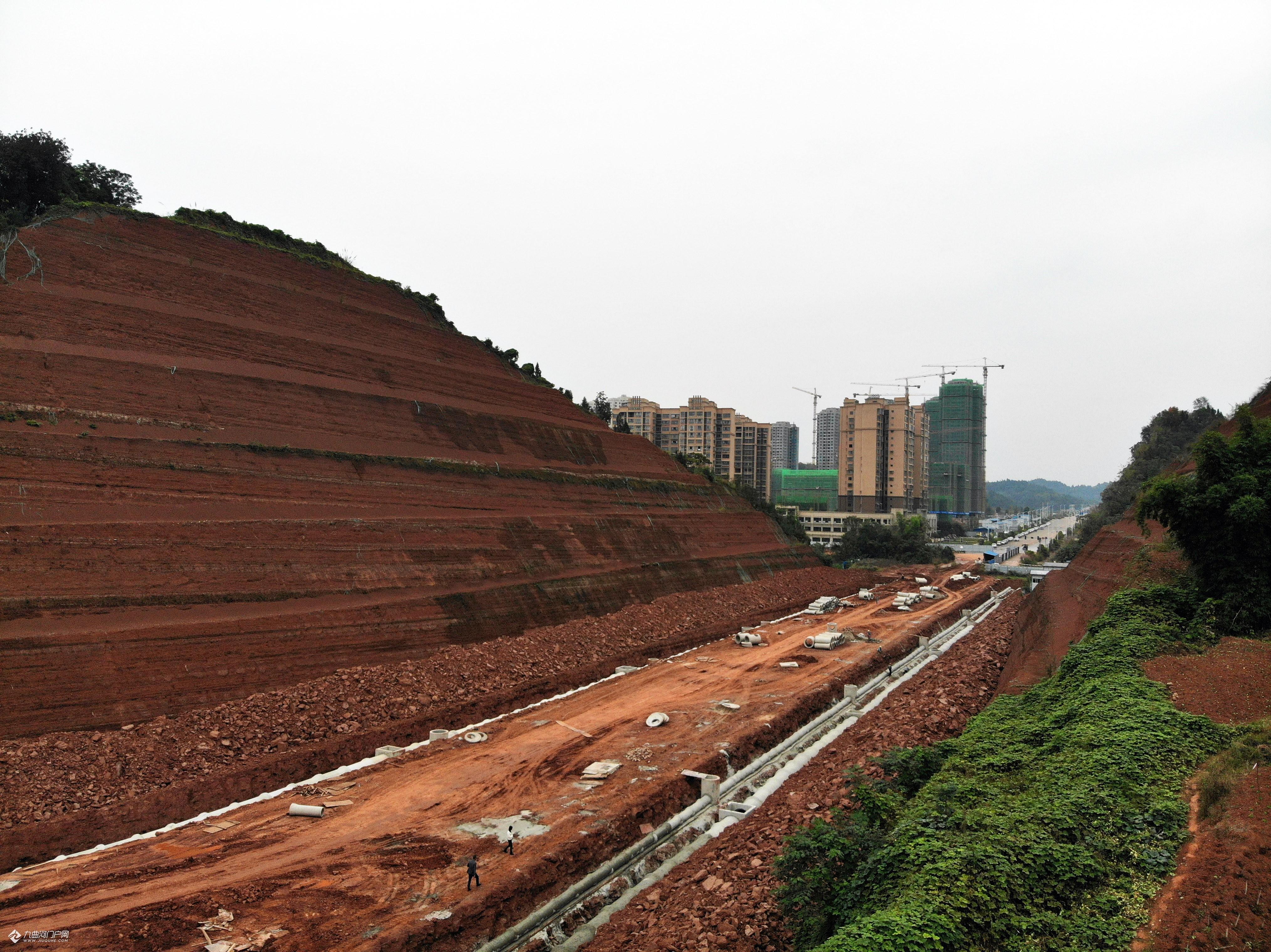 (航拍)快来看看资阳公园路延伸段现在的进展,工人们都在抓紧时间干,希望尽快打通!
