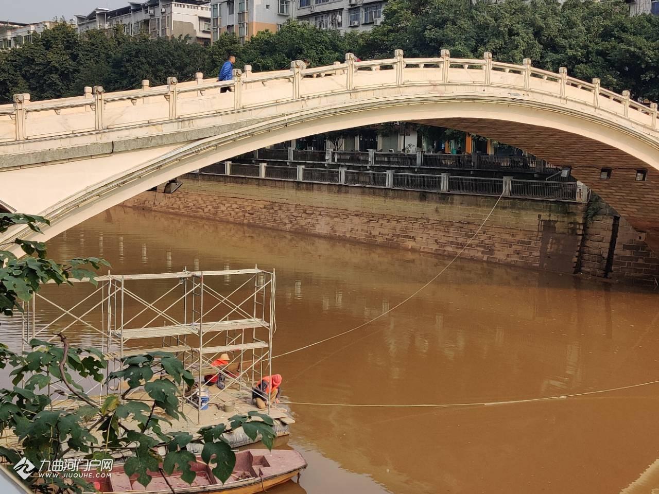 """""""封印""""一年的资阳彩虹桥,终于再次开放通行!虽然还有工人在拆架架……"""
