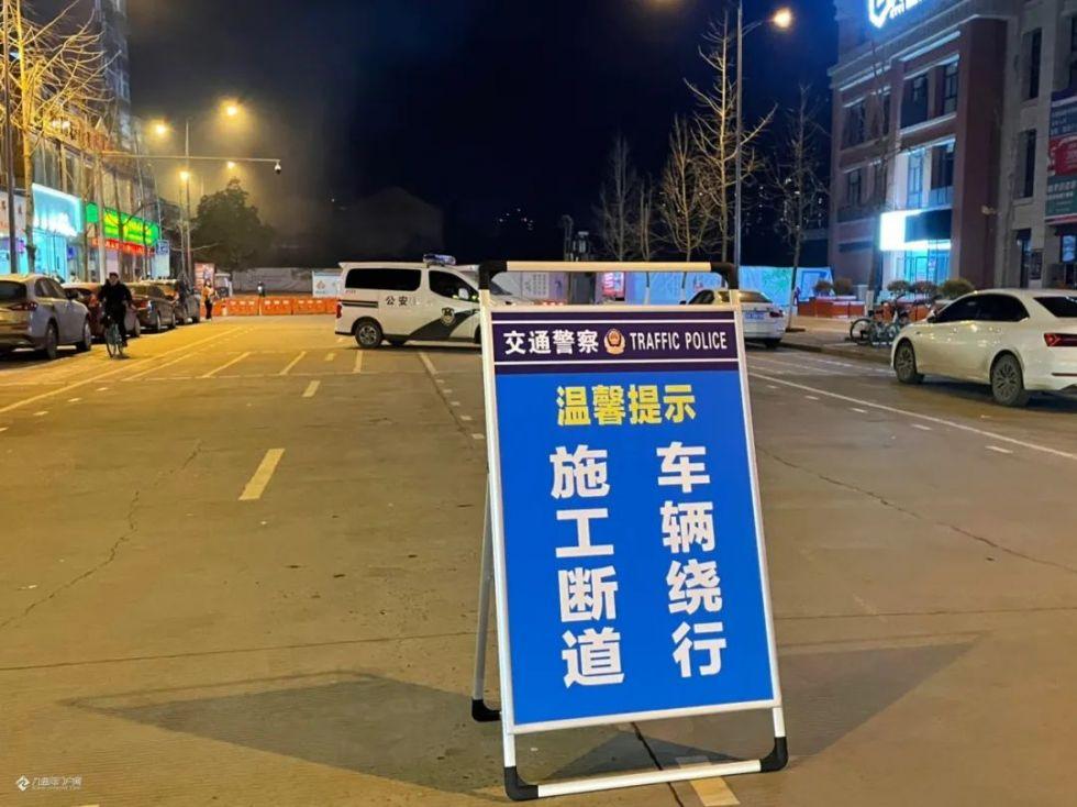 相互转告!今天起,资阳铜车马路到建南桥头实行封闭施工!