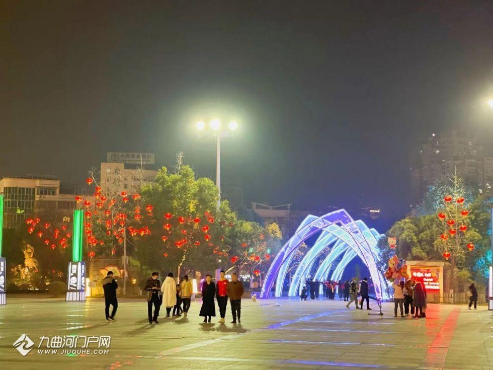 【我们的节日· 春节】资阳大广场的花灯,亮亮亮亮亮,美美美美美~