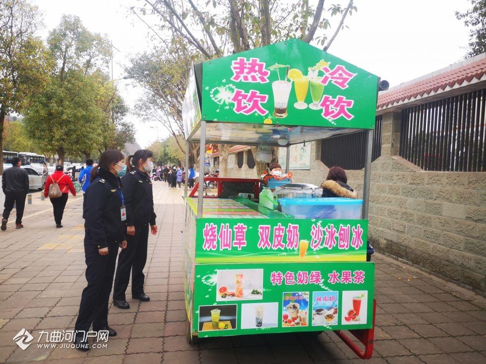 """又到开学季,资阳城管为师生们""""保驾护航"""",保障新学期顺利开学!"""