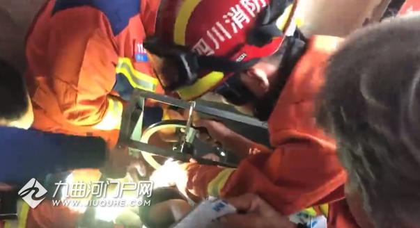 灌香肠绞肉要当心!资阳一女子手被卡绞肉机,消防紧急救援!