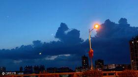 资阳今晚的夜空有点不一样的美,乌云压顶,天上好像有只小怪兽!