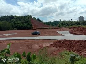 资阳三贤路看来是真的要开建了,四海大道和苌弘大道交叉口都在搭活动板房
