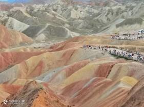 我把甘肃张掖的丹霞地貌景色分享给各位河友!真是太壮观了!