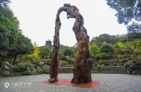 根宮佛國:是根的宮殿、是佛的國度,是一座由千年樹神鑄就的神秘藝術殿堂
